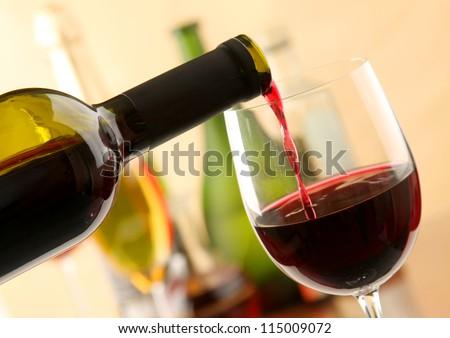 Wine Pour #115009072
