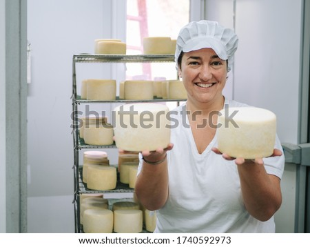 WOMAN ORGANIZING THE NEWLY MADE SHEEP CHEESE Foto stock ©