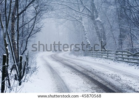 4x4 on snowy road