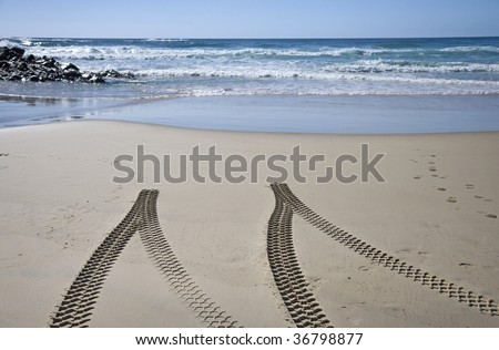 4x4 tyre tracks on beach, Fraser Island, Queensland, Australia