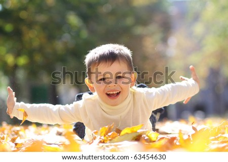5 years old child lying on the golden leaf