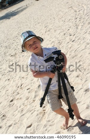 4 years old photographer on beach