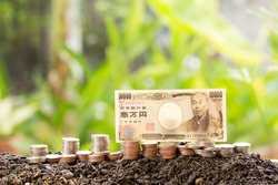 10,000 Yen Japan's banknote on many different currency banknotes