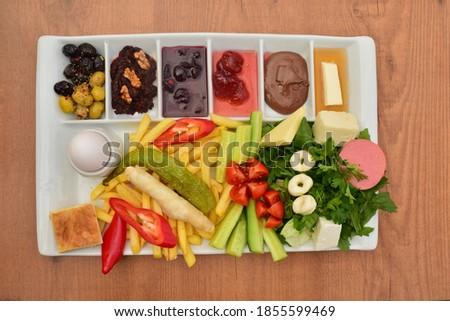 Zengin ve lezzetli geleneksel Türk kahvaltısı Stok fotoğraf ©