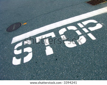 一个大交通堵� ��符号被绘在� �面 - stock photo
