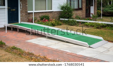A access ramp installed at the door to a building so that a disabled person can access it Stockfoto ©