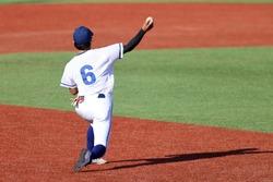 a baseball player throw a ball