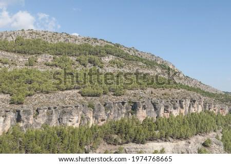 A beautful Hoz del Jucar rocky mountain under a blue sky in Cuenca, Spain Photo stock ©