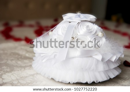 b0090636c A beautiful box for wedding rings presentation, covered with elegant silk  roses and in the