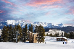 A beautiful morning on the ski slopes in Colorado with perfect skiing conditions.