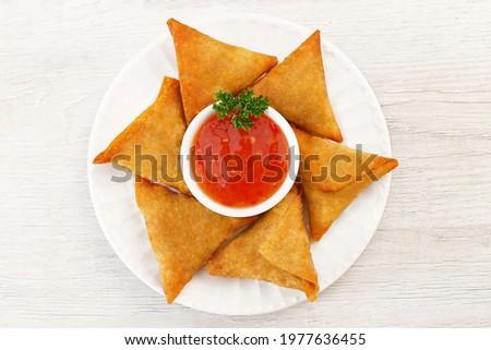 A Beautiful Picture of Samosa Spicy smosa iftaari dish  Indian ramadan food, Pakistani Iftar meal.  Foto stock ©
