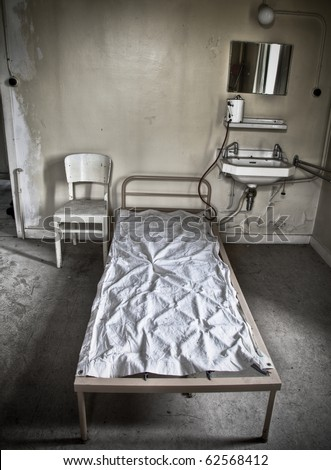 A bed sitting in a room of an abandoned hospital, dreaming of a new patient