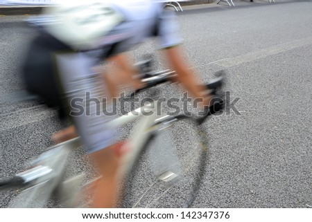 a bicycle race through the streets of Berlin