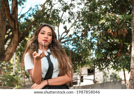 A bitchy and demanding young woman, asking for money or daring someone. A manipulative person. Outdoor scene. Foto stock ©