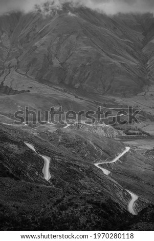 A black and white view of the sinuous Cuesta del Obispo road up the Andes, Salta Province, northwest Argentina Foto stock ©