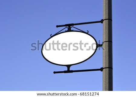 A blank white sign mounted to a pole.
