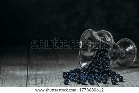 A bowl of sprinkled blueberries