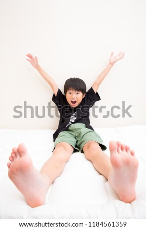 A boy who deformed his feet like the hero of anime