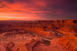 A brilliant sunrise at Dead Horse Point in Utah