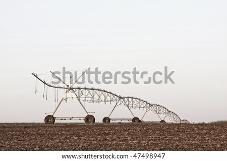 A center modern pivot irrigation system in a cultivated land farm field