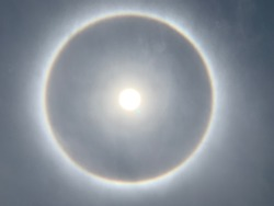 A circular Halo around the Sun , Natural light  phenomena around the Sun