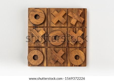 A classic children's tic tac toe game of naughts and crosses made from wood. Foto stock ©