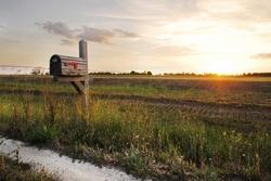 a classic midwestern farm mailbox