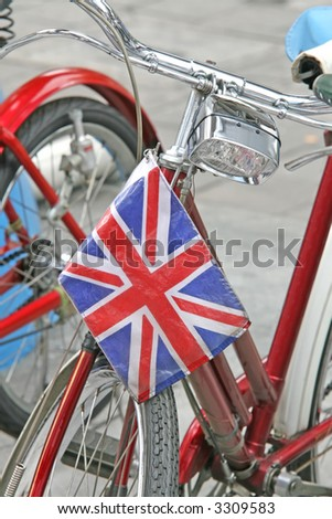 A classic old push bike with a Union Jack flag