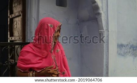 A closeup shot of a young female dressed in a pink sari Zdjęcia stock ©