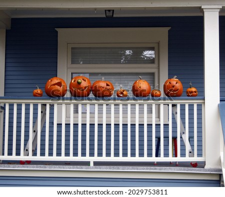 A closeup shot of decorated pumpkins for Halloween in Vancouver, Canad Foto stock ©