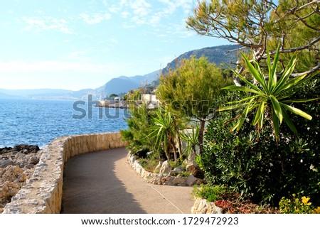 A coastal path on Sentier du Littoral Cap D Ail,France. Beautiful Seaside walk/ trail along sea shore for pedestrians. Foto stock ©
