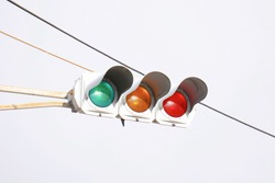 A common bulb-type traffic signal in Japan. Installed at intersections where cars are passing.
