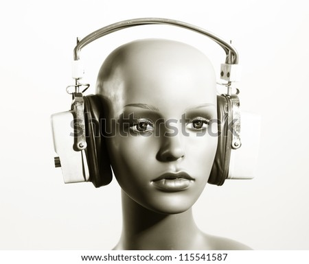 a cool female mannequin head with headphones