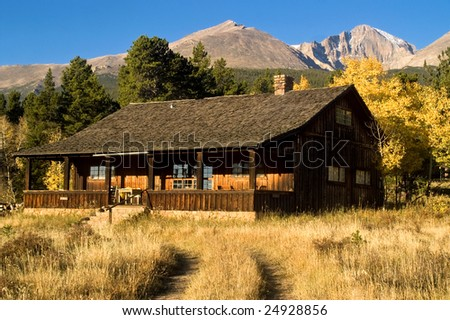 A country cabin in colorado in autumn with aspen trees for Cabine colorado aspen