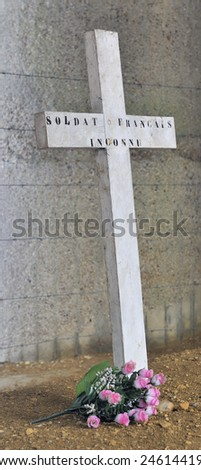 A cross and wreath dedicated to a (french) unknown soldier from World War 1 at Verdun in France