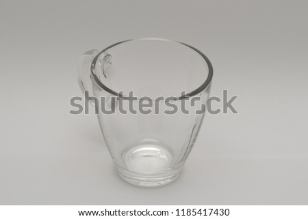 a cup viewed from above (The handle is on the diagonal.)
