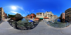 A 360 degrees view of the bridge of