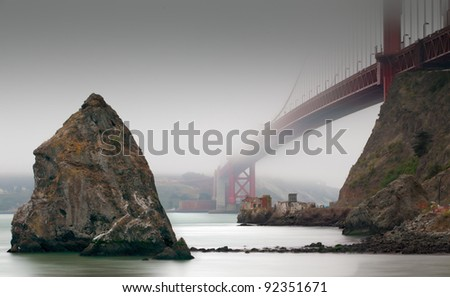 A documentary about the Golden Gate Bridge of San Francisco, seen under a different perspective and through its summer fog