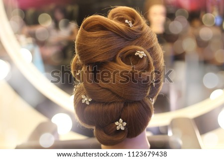 a example bride hairstyle decorate with diamond flower on hair mannequin