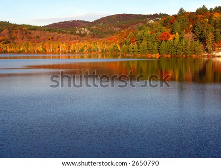 A fall morning in Killarney Provincial Park at George Lake