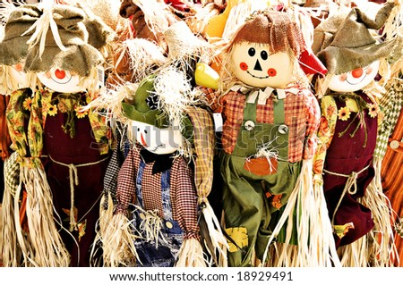 A family of scarecrows dressed in burlap and raffia.