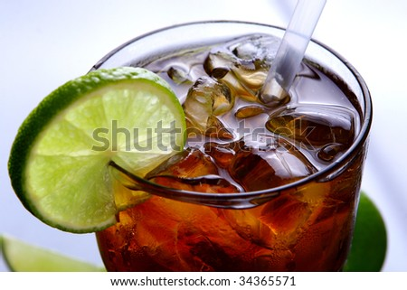a fresh ice tea glass with lime