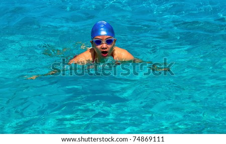 A girl is happily swimming in the pool of a ship, in Sanya, summer