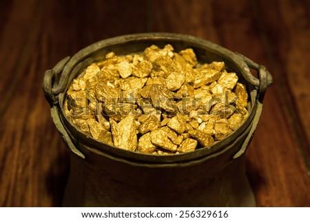 a Gold treasure in a copper kettle