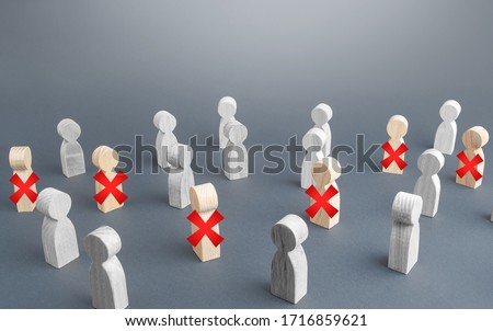 A group of people some of are crossed out with a red cross. Massive staff unemployment, job cuts. Reductions and work layoffs due to restrictive quarantine and pandemic. Lay off employees Stockfoto ©