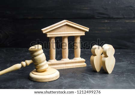 A group of people standing near the house of government and judge's gavel. concept of the judicial system and the legislature. Law ceative apparatus. Courthouse, bank. political system Selective focus