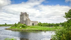 A HDR image of the Dunguaire Castle in Ireland