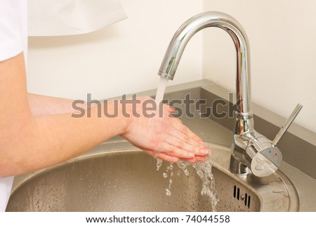 A health occupation worker washing her hands before any intervention.
