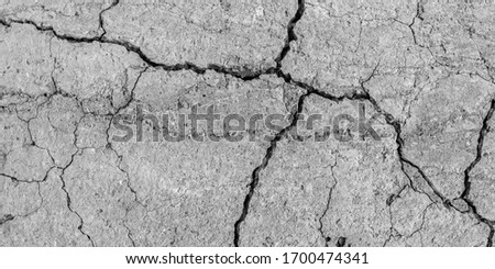 A high resolution old concrete cement with cracks and natural destruction from time and weather conditions. Non-color, monochrome black and white photo. Foto stock ©