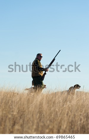 A hunter and his dog, a strong partnership